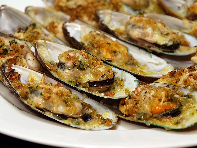 Baked Tahong (Baked Mussels) - Ang Sarap