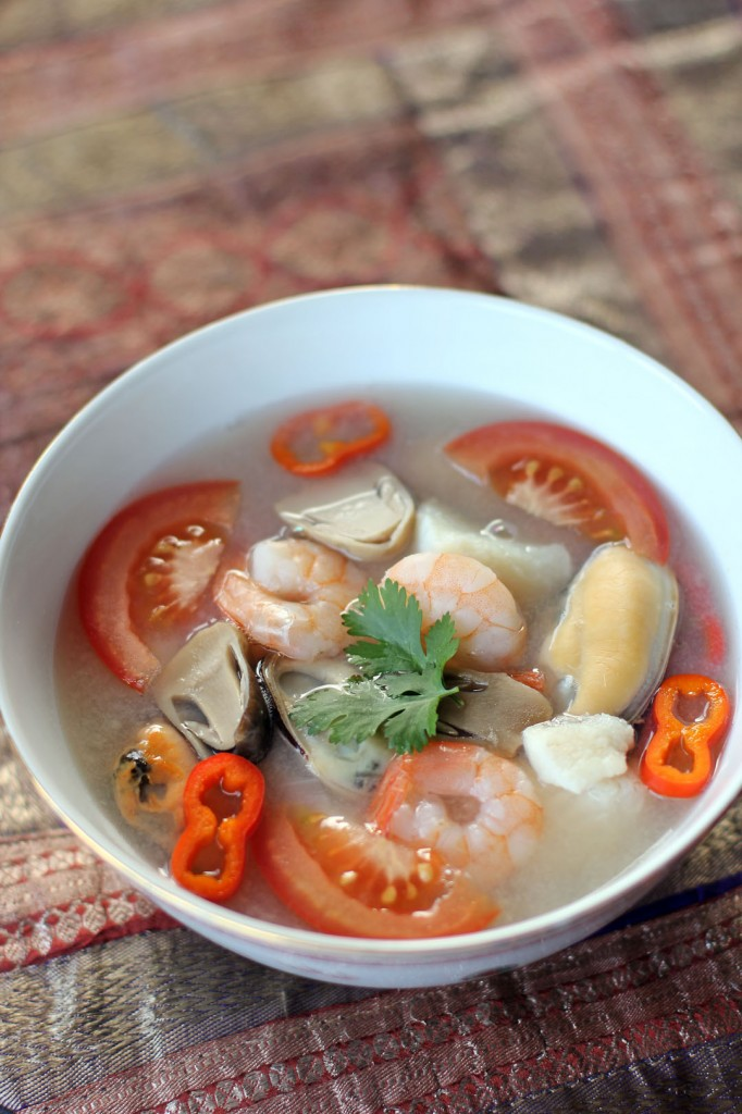 Thai seafood soup tom yum talay ang sarap for Thai fish soup