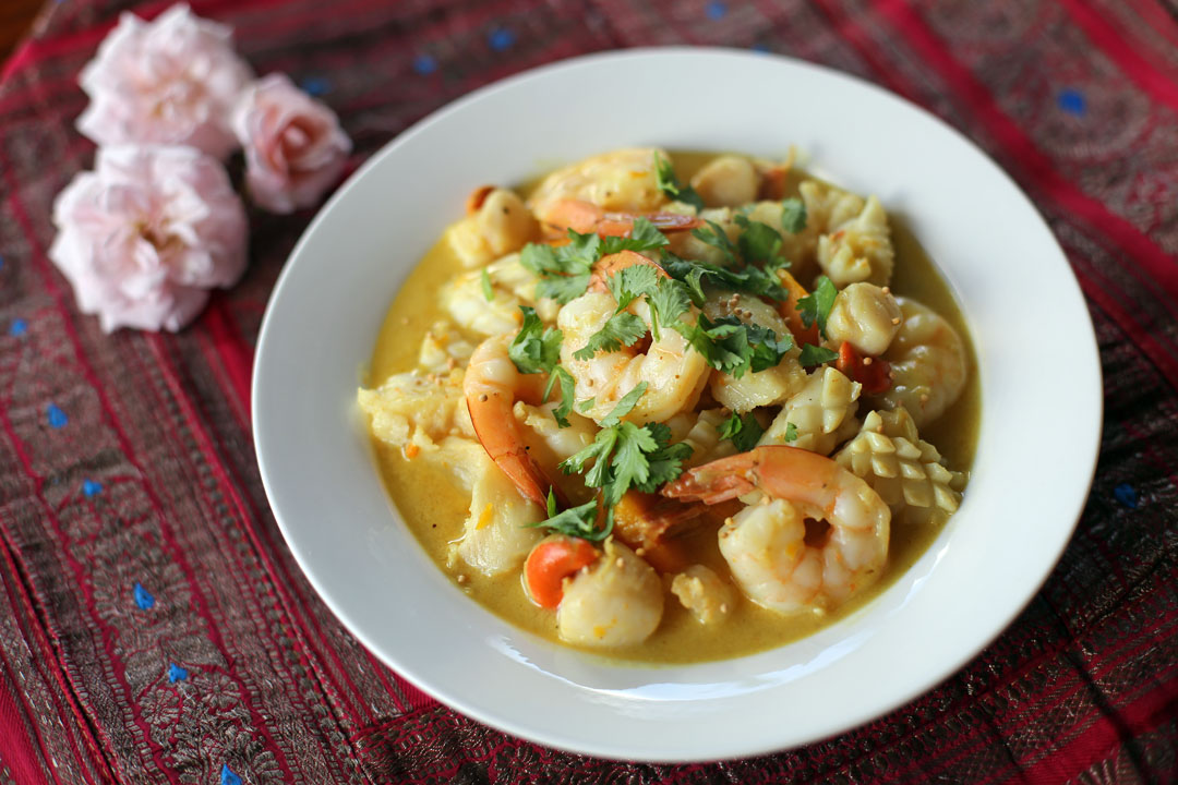 seafood mix seafood soup curry set seafood mix curry with naan flickr ...
